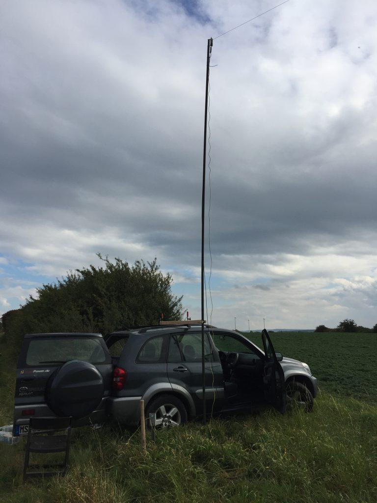 Auto beim Antennentest